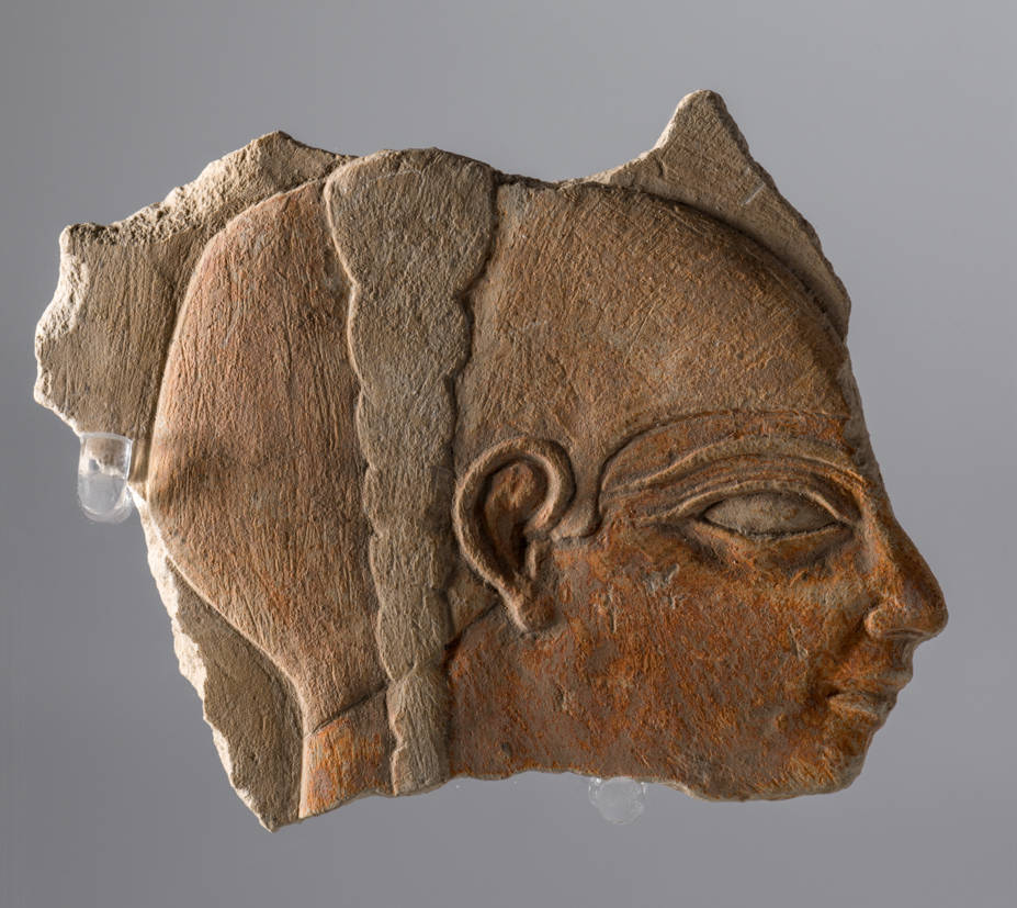 A fragment of an Egyptian relief dating to 1976-1646 b.J.C.