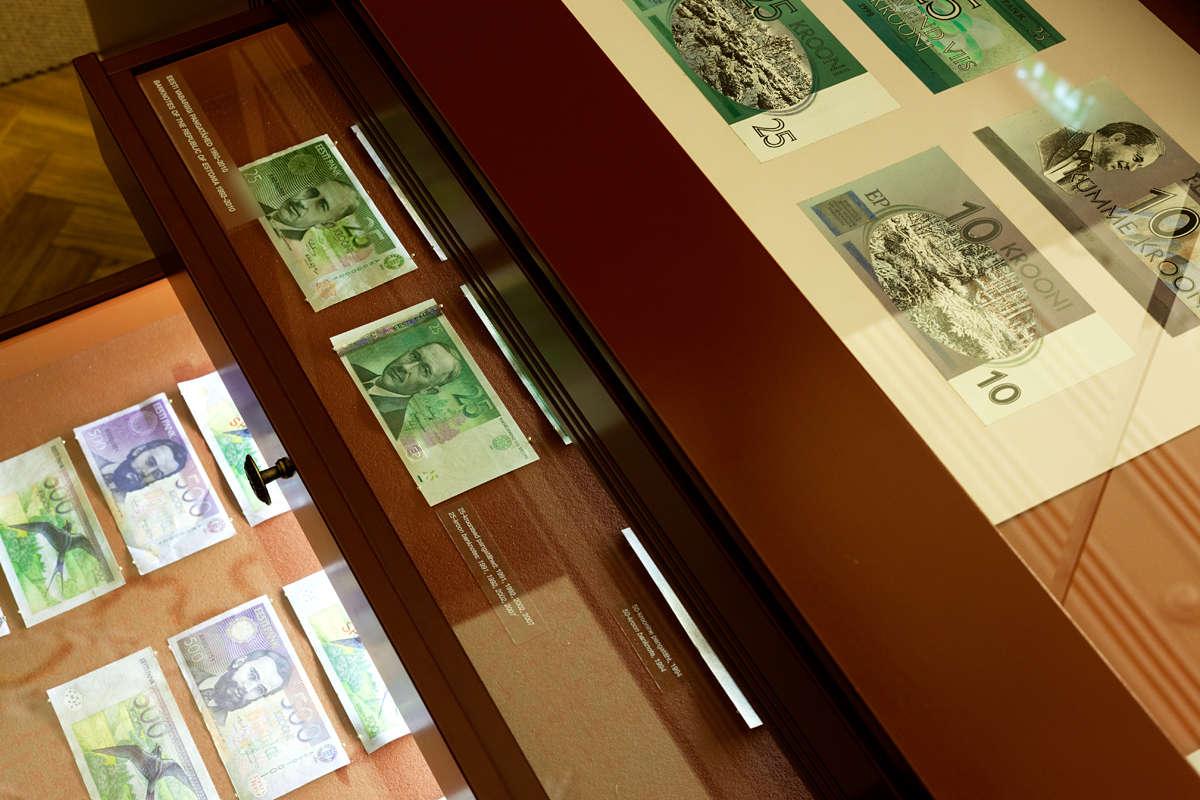 Paperirahat Viron Pankin museossa Tallinnan keskustassa Virossa.