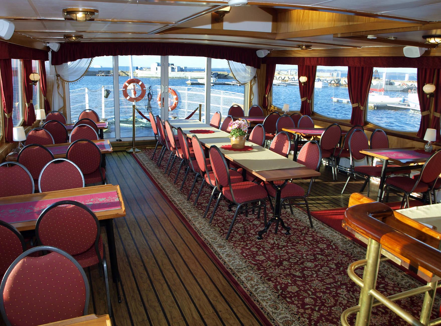 Sunlines Tallinn Bay Dinner Cruise5