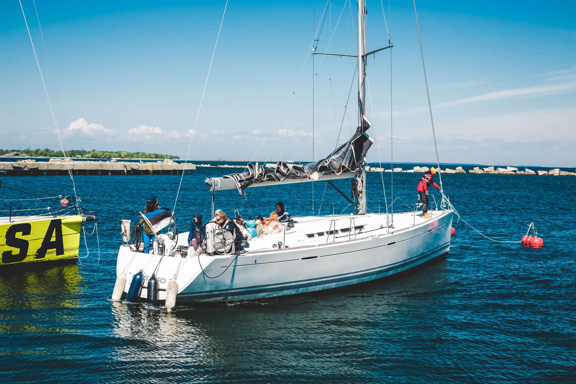 Yacht trip in Tallinn Bay