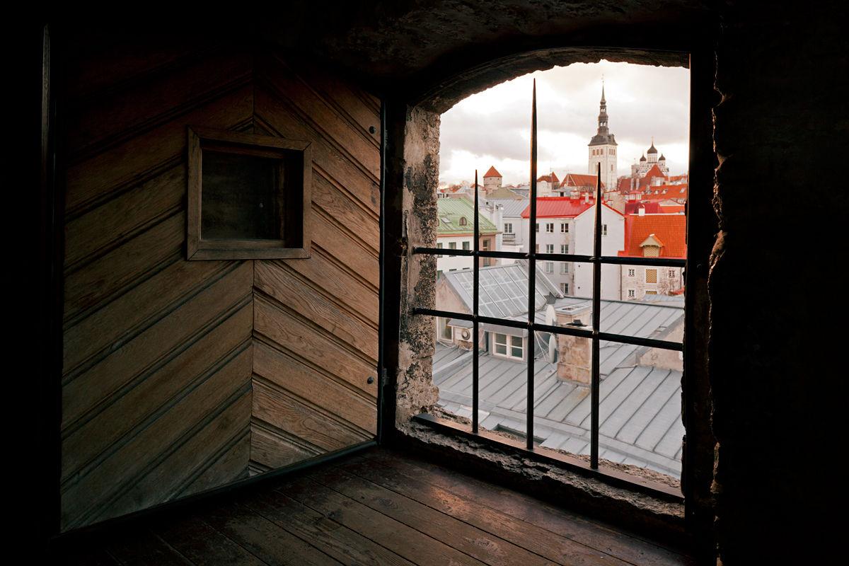 Hellemannin torni ja kaupunginmuuri Tallinnassa