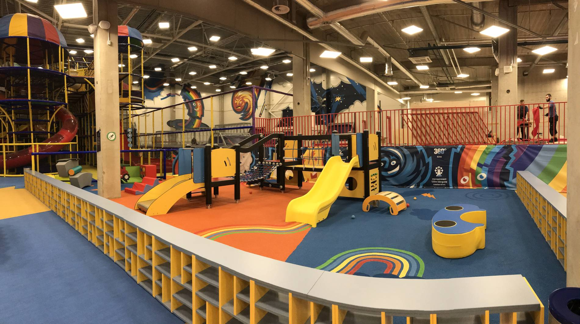 Super Skypark trampoline and playcenter