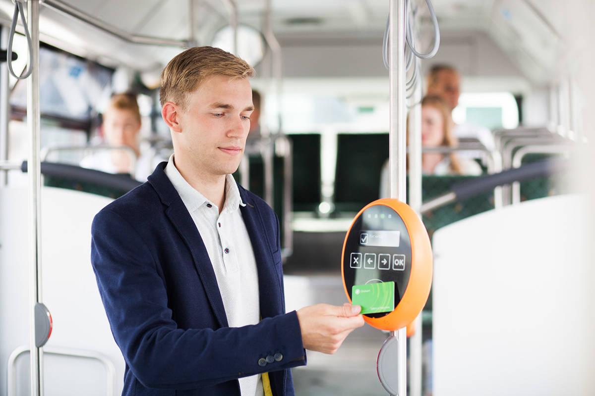 Man validating his Ühiskaart in Tallinn's public transport