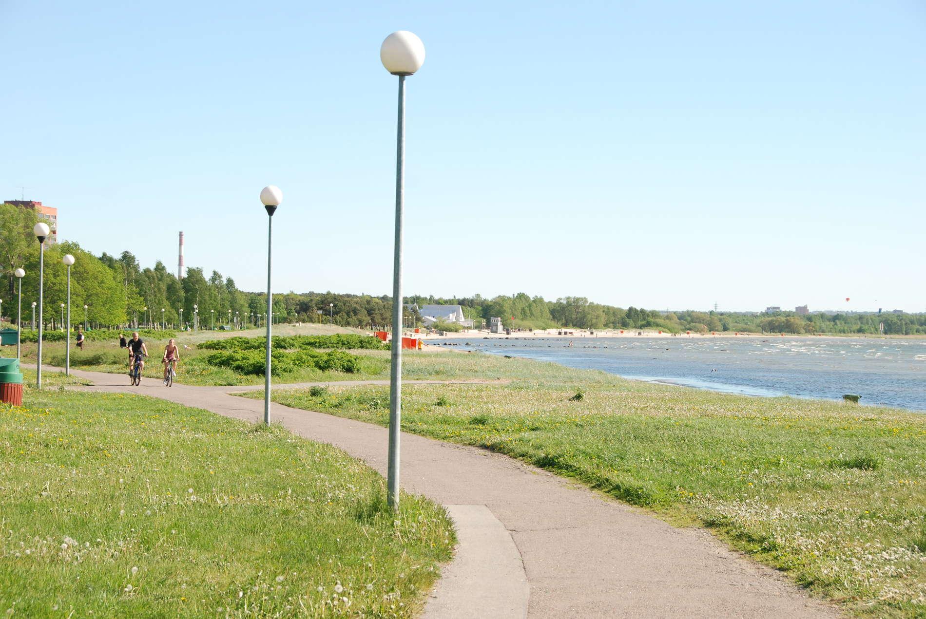Stroomin rantapuiston promenadi Tallinnassa.